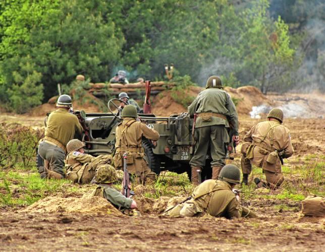 The Recorder - Orange military expo features reenactments