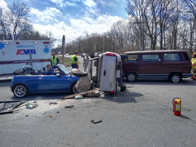 The Recorder - Two injured in three-vehicle crash in South Deerfield